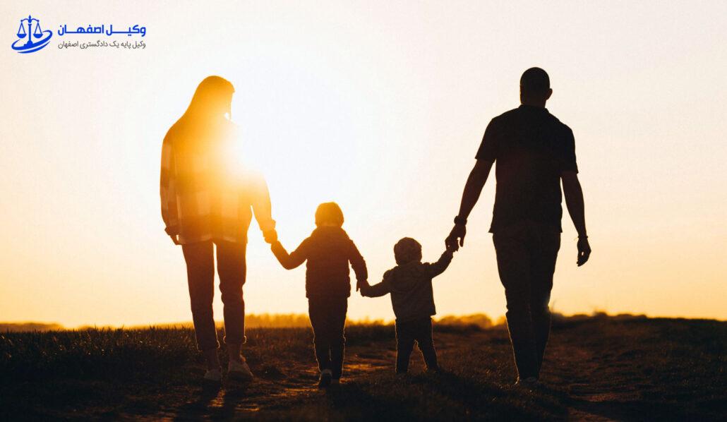 سرپرستی کودکان در خانواده ای که منجر به طلاق شده است.
